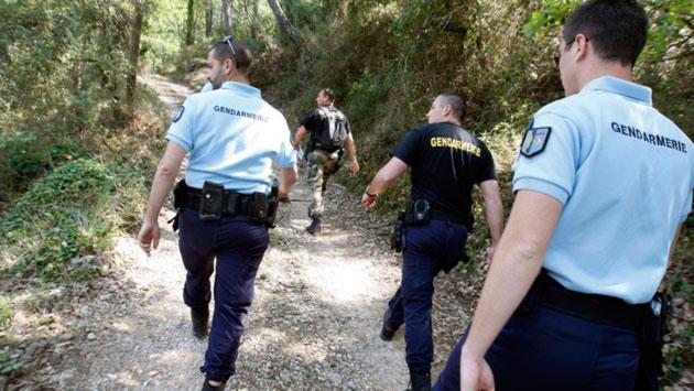 gendarmes en el campo
